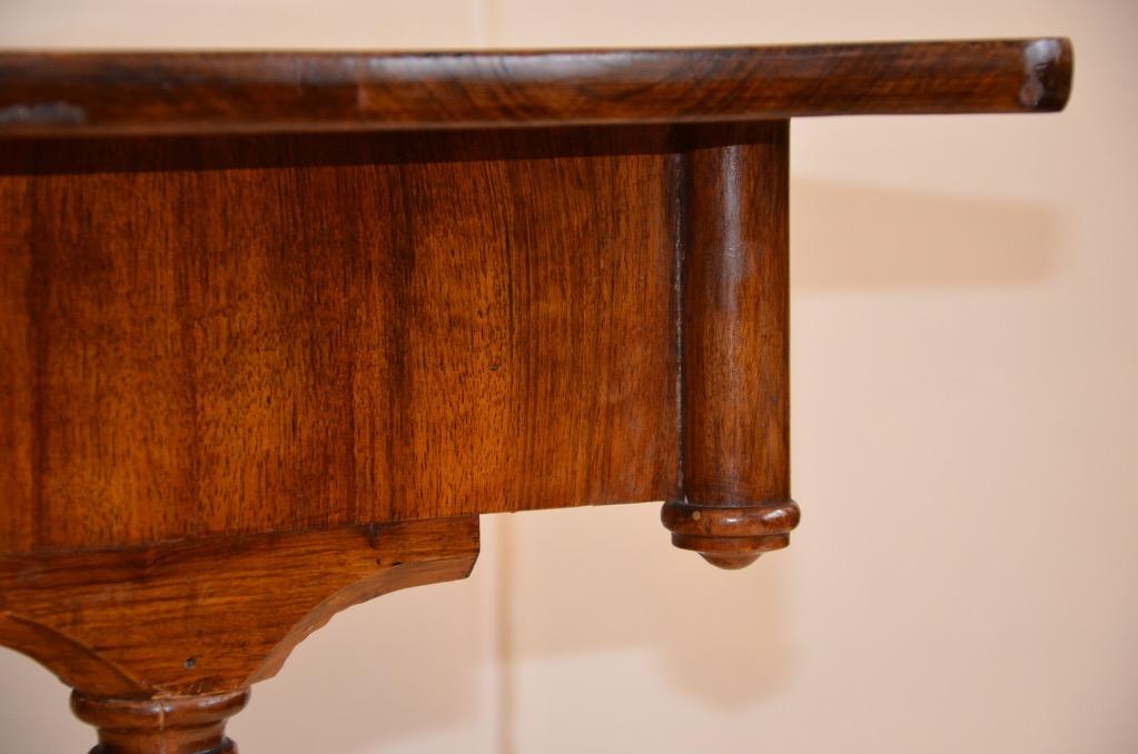 Orig biedermeier schreibtisch tisch um 1820 nussbaum for Breiter schreibtisch